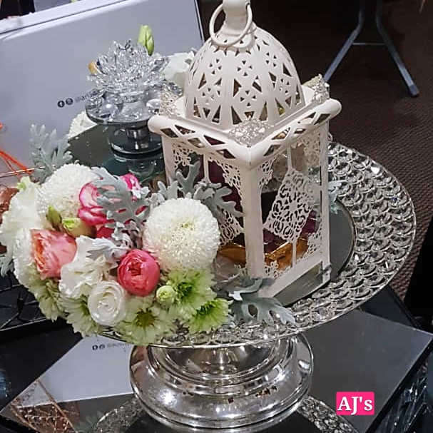 Hantaran Pertunangan Gubahan Bunga Segar Anajingga