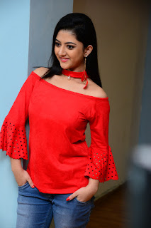 Shriya Sharma Stills At Nirmala Convent Movie Interview %2830%29.JPG