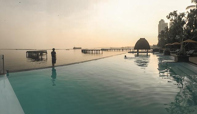sunrise di infinity pool putri duyung cottage