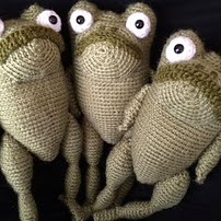 http://www.ravelry.com/patterns/library/frog-17#