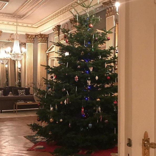 Danish Christmas Trees: Danish Crown Prince Family Decorated 2017 Christmas Tree