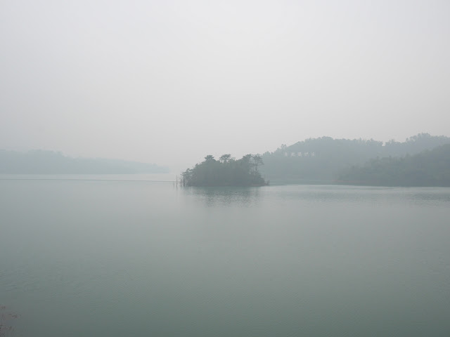 foggy view at the Changjiang Reservoir (长江水库) in Zhongshan, China