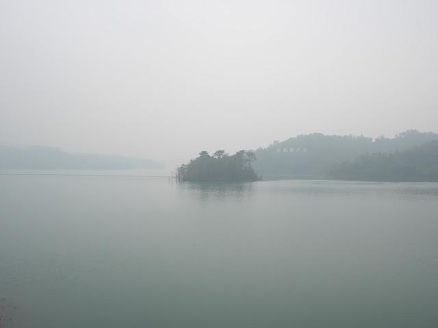 foggy view at the Changjiang Reservoir (长江水库) in Zhongshan, China