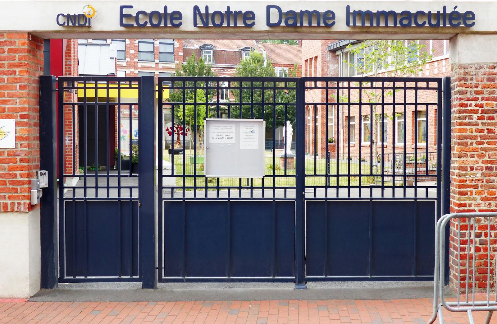 École primaire CNDI, Tourcoing - Grille d'entrée