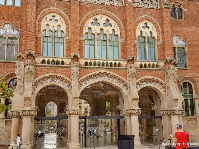 Anjos do escultor Eusebi Arnau na decoração do Hospital Sant Pau de Barcelona