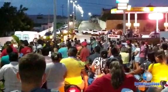 Caraubenses e familiares se emocionam no último adeus ao repórter Francileno Góis; veja vídeo