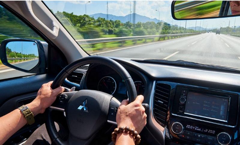 Dán phim cách nhiệt có ảnh hưởng tầm nhìn của ô tô không?