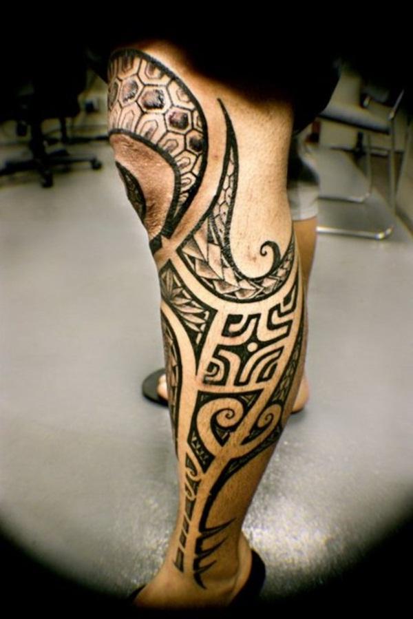 tatuaje maori en la rodilla