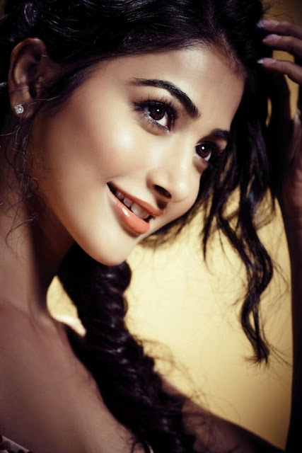 pooja-hegde-beautiful-face