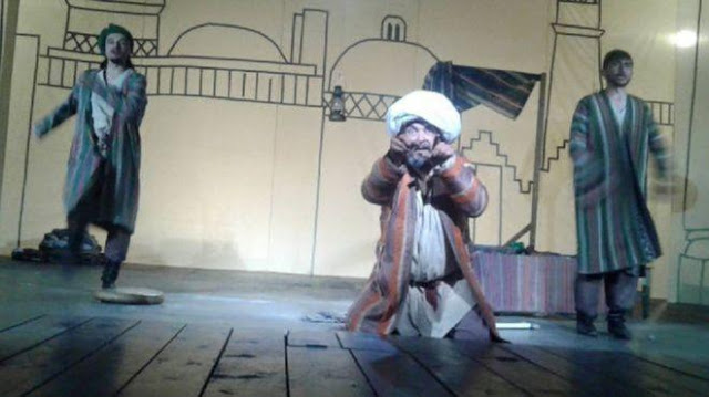 Berjanggut, Dua Pemaian Teater Ditahan Polisi Tajikistan
