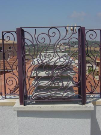 escaleras de interior a medida escaleras de interiores escalera interior de caracol rejas de forja para ventanas y puertas balcones barandillas de forja