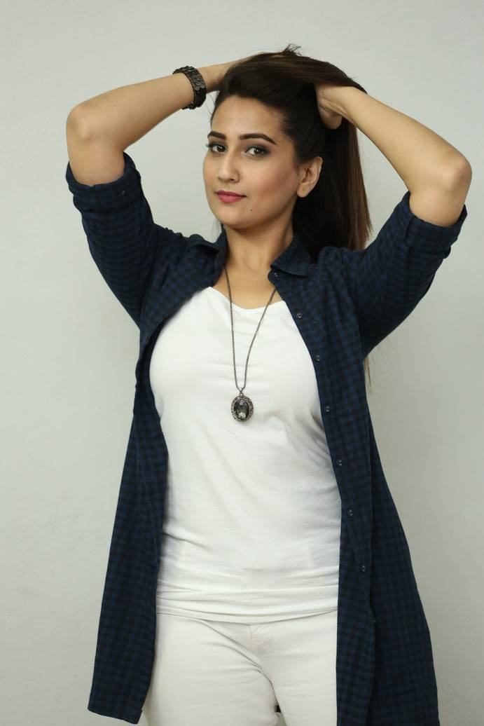 Anchor Manjusha Photos At Ungarala Rambabu Trailer Launch