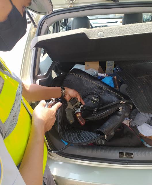 Após fiscalização em veículo, Polícia Rodoviária apreende três armas de fogo e munições escondidas em malas
