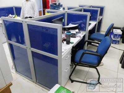 Meja Sekat Kantor Finishing Kain Dan Plastick + Furniture Semarang ( Meja Sekat Kantor )