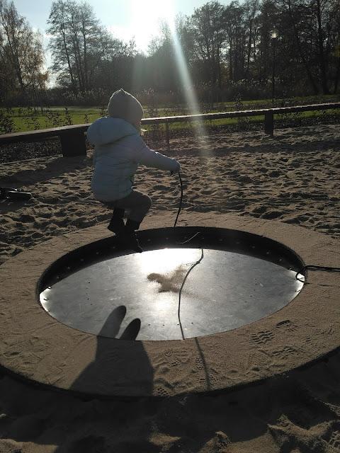 trampolina na placu zabaw dolny slask