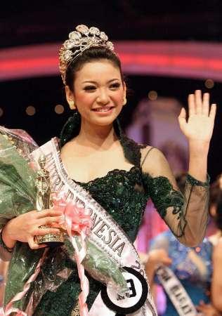 Foto Nakal Agni Pratistha Mantan Putri Indonesia Berpose Hot Di Majalah Dewasa 1