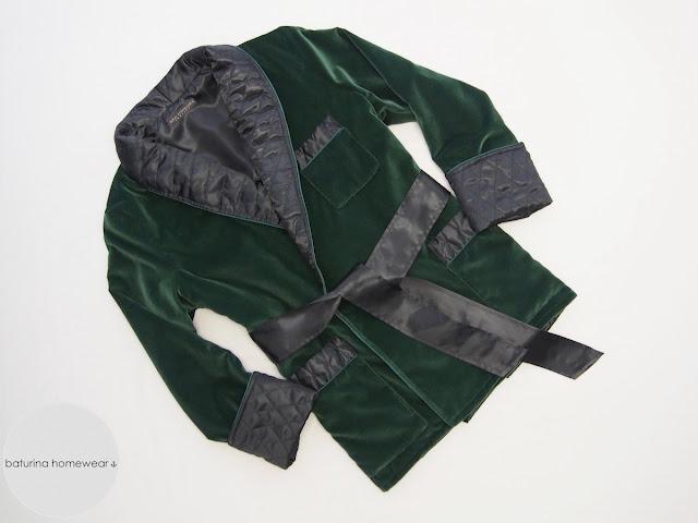 elegante herren hausjacke samt seide gesteppt grün schwarz elegant edel dünkelgrün smoking jacket englisch für männer morgenmantel traditionell