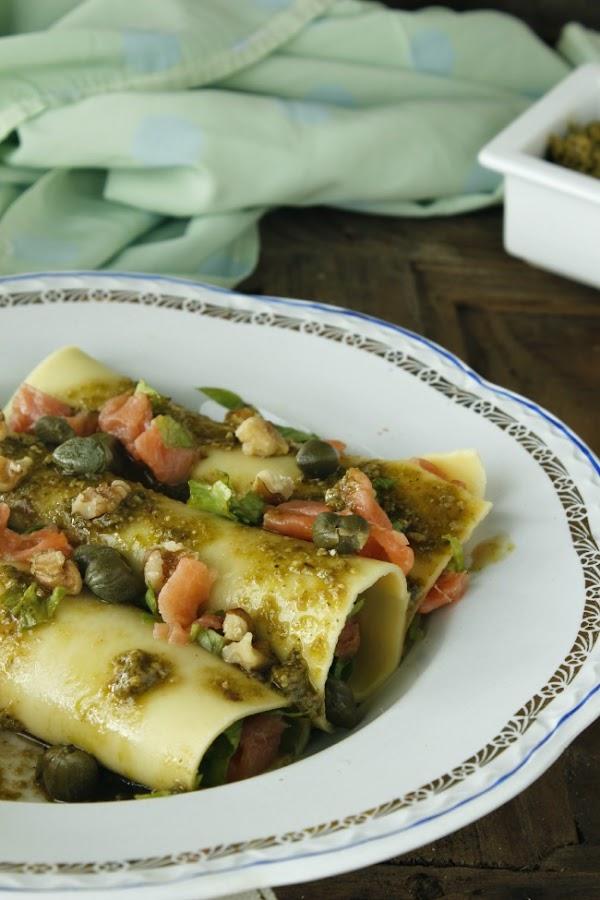 Canelones de salmón ahumado con pesto. http://www.maraengredos.com/