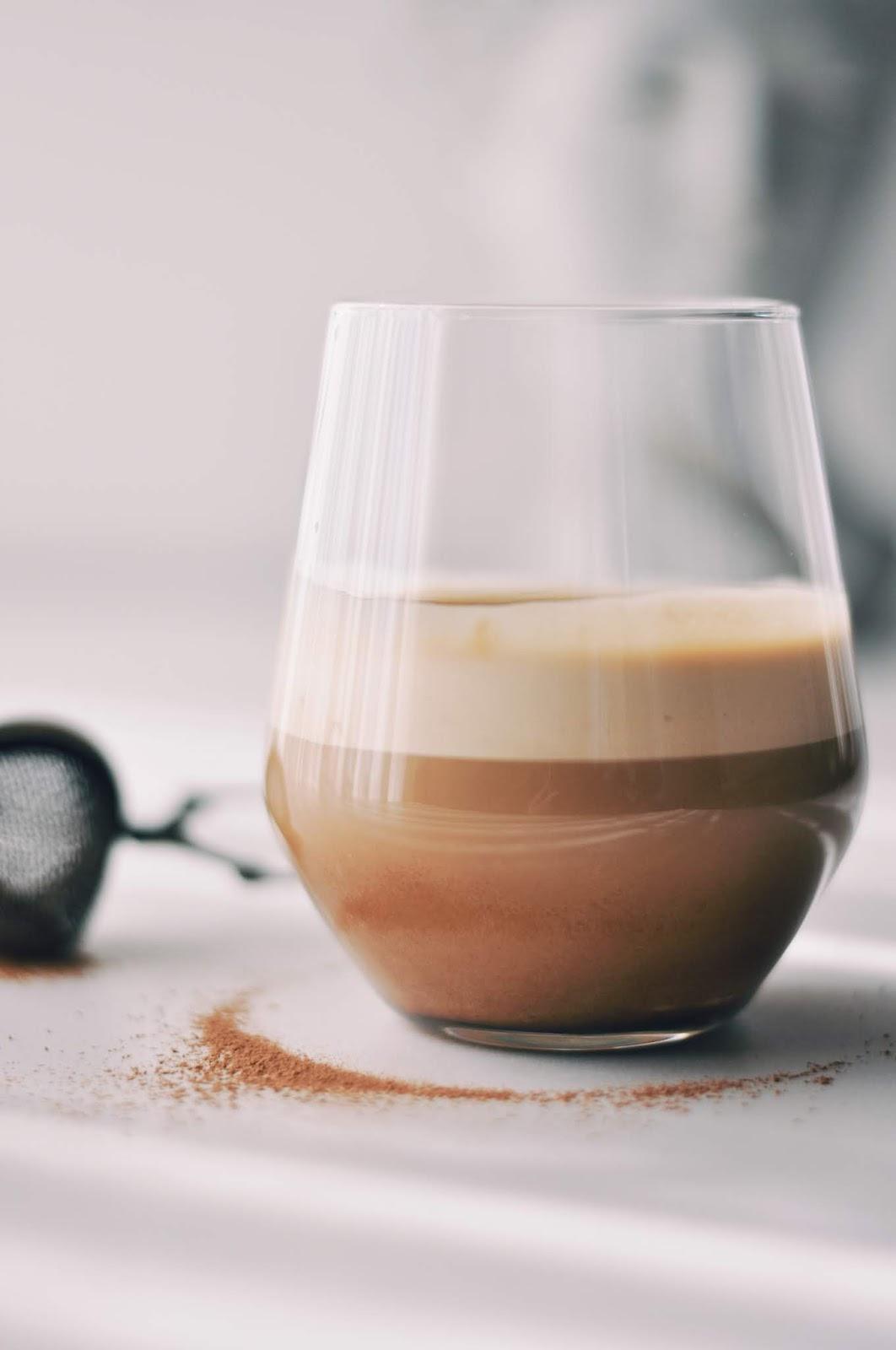 Dalgona Coffee - Piens ar kafijas putām