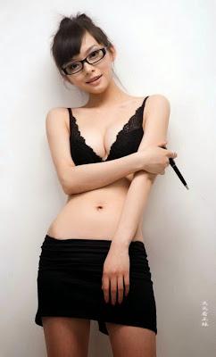 Foto Sekretaris Seksi Hot banget Nyaris Bugil