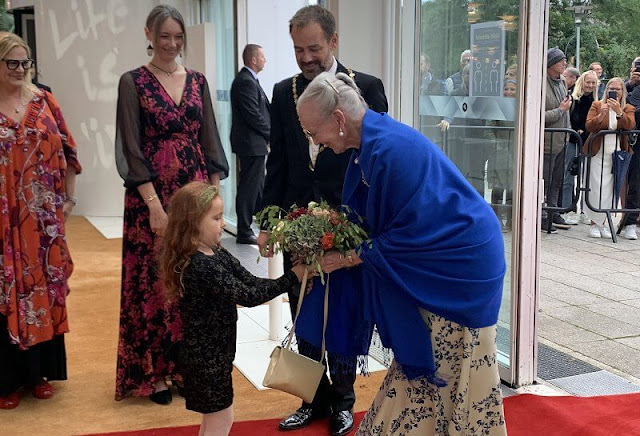 Aarhus Festival 2021 at Aarhus Concert Hall. Queen Margrethe wore a floral print dress gown. The Queen is patron of Aarhus Festival