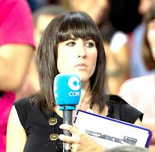 Sònia Sanz amb el micròfon de la COPE, al Camp Nou. (Any 2011). Fotografia: Instagram COPE
