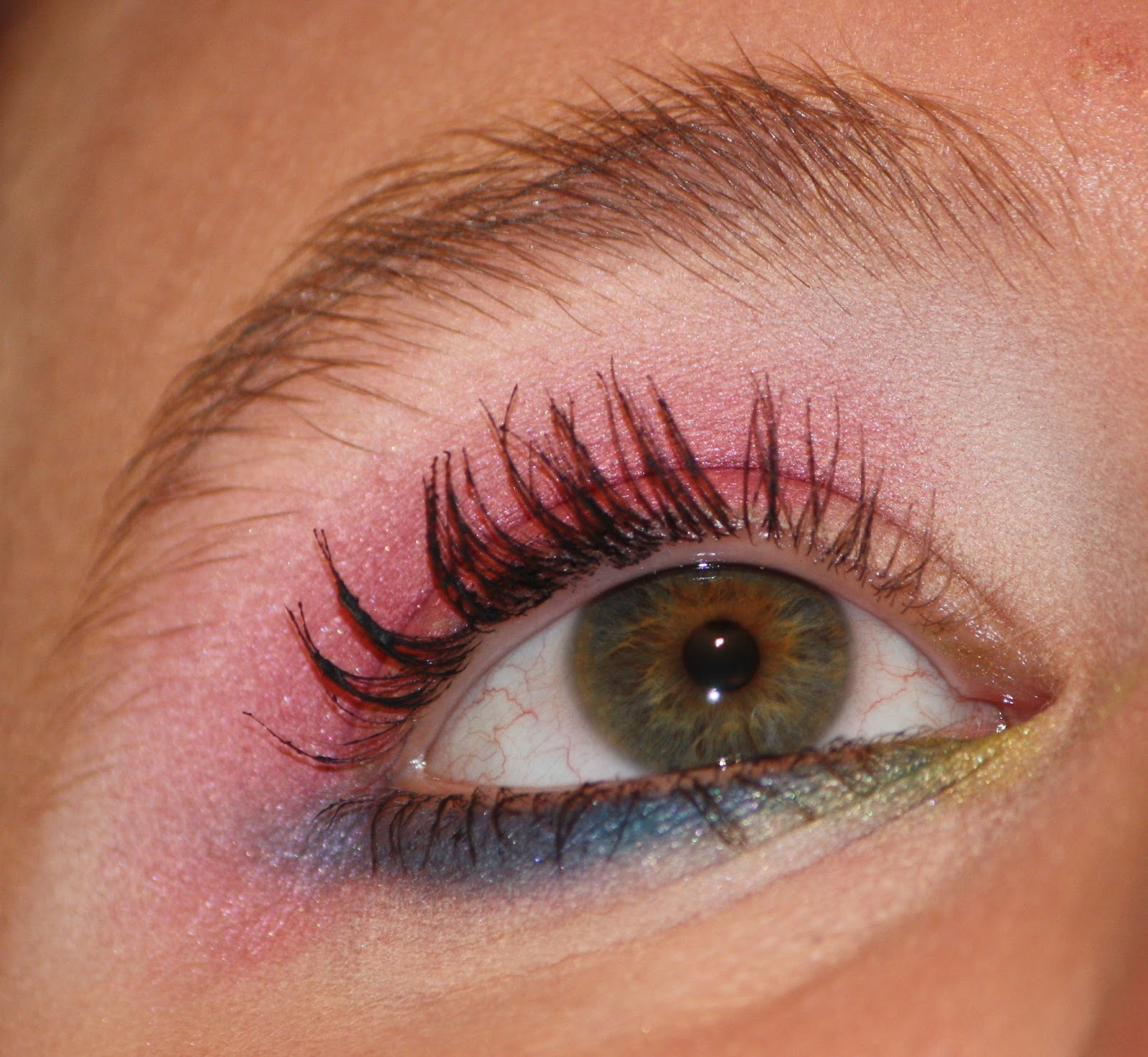 Die Zauberin Zebulon Pink Eye Makeup With A Touch Of Green And Blue