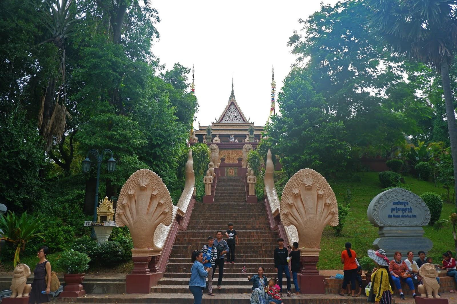 Tangga-menuju-Wat-Phnom.jpg