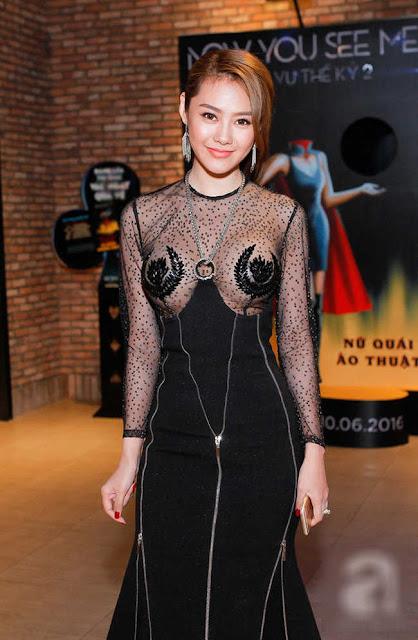 Váy xuyên thấu của mỹ nhân Việt hở chỗ hiểm hóc khiến quan khách đỏ mặt