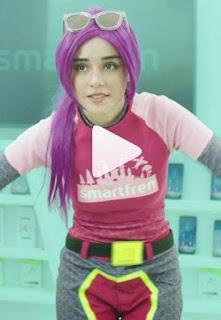 nama cewek atau perempuan rambut ungu Iklan Smartfren 4G