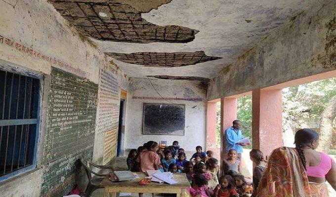 गाजीपुर जिले में जर्जर 420 परिषदीय विद्यालयों की नीलामी करेंगे बीईओ