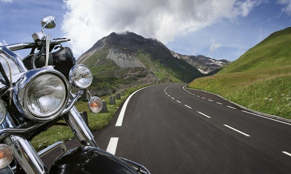 Οριστικό: Με δίπλωμα οδήγησης ΙΧ θα μπορούν να οδηγούν και μοτοσικλέτες