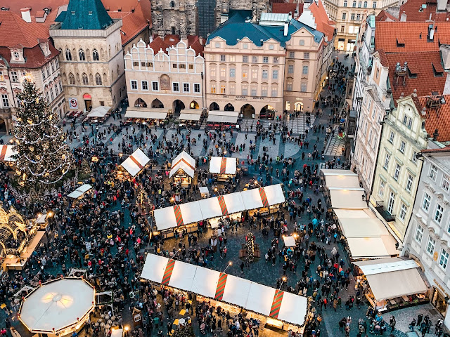3 days in Prague at Christmas: views of old town square from above