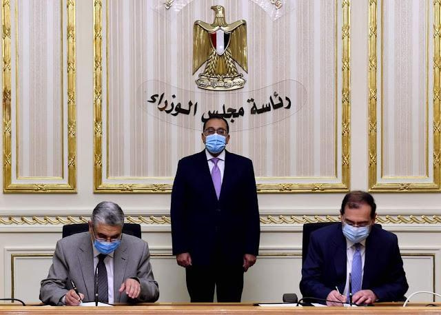 رئيس الوزراء يشهد التوقيع على بروتوكول تعاون بين الشركة القابضة لكهرباء مصر والهيئة المصرية العامة للبترول في إطار خطة الدولة لفض التشابكات المالية