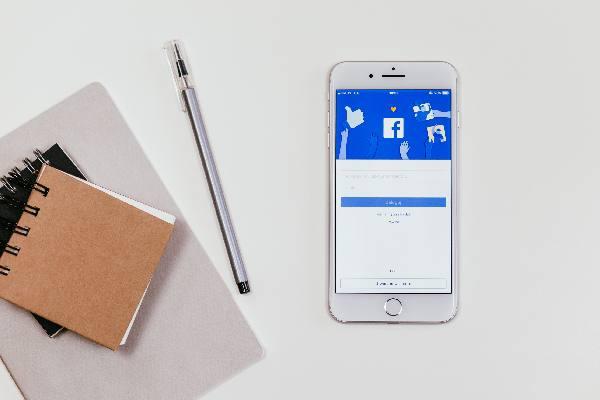 Ilustrasi aplikasi Facebook