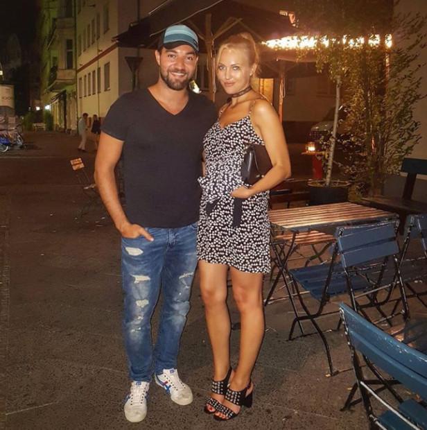 Meryem Uzerli a fost surprinsa de paparazzi cu noul iubit!