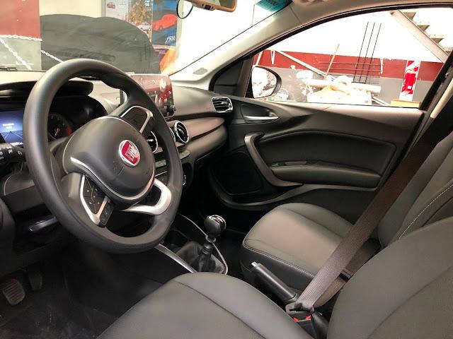 Fiat Cronos Automático - interior