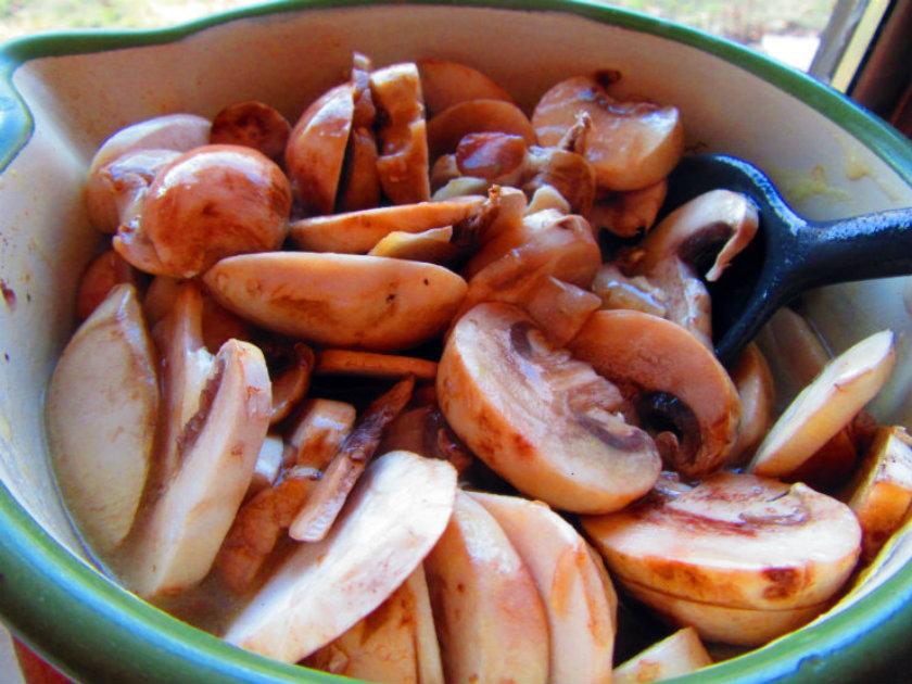 Italian style stuffed pork tenderloin by Laka kuharica: make gravy from ½ packet of cream of mushroom soup and sliced button mushrooms.