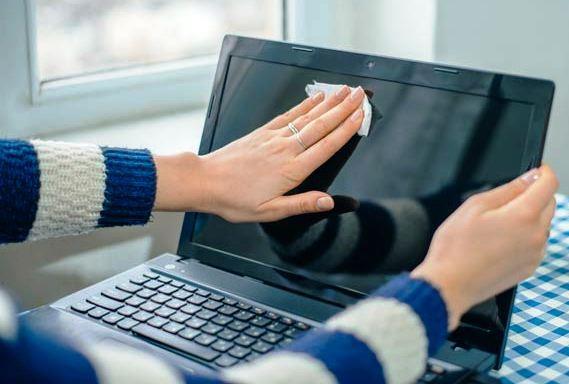 Πώς να καθαρίζετε το πληκτρολόγιο του λαπτοπ σας