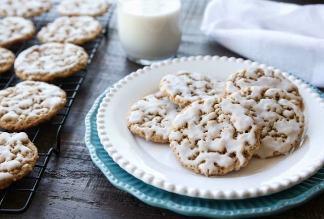 Iced Oatmeal Cookies #cookies #recipes