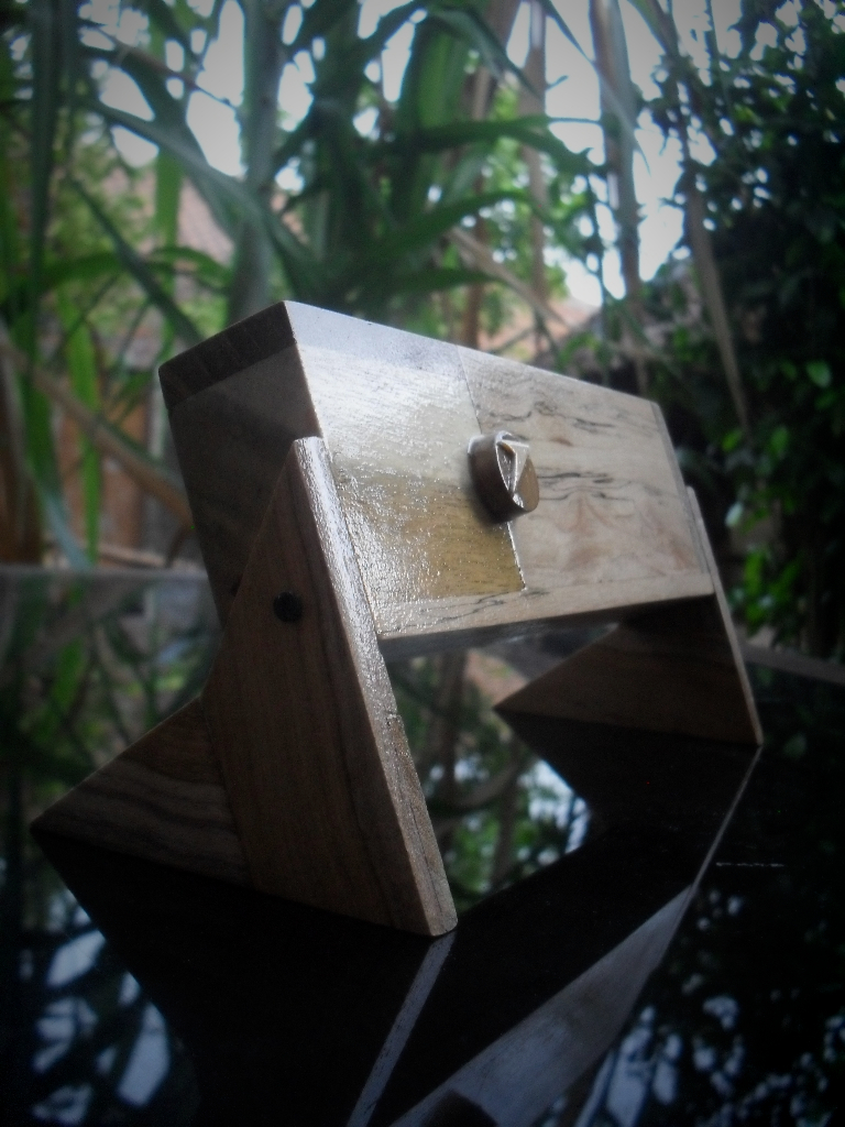 Kotak Pensil Dari Kayu Bekas - Majalah Rumah
