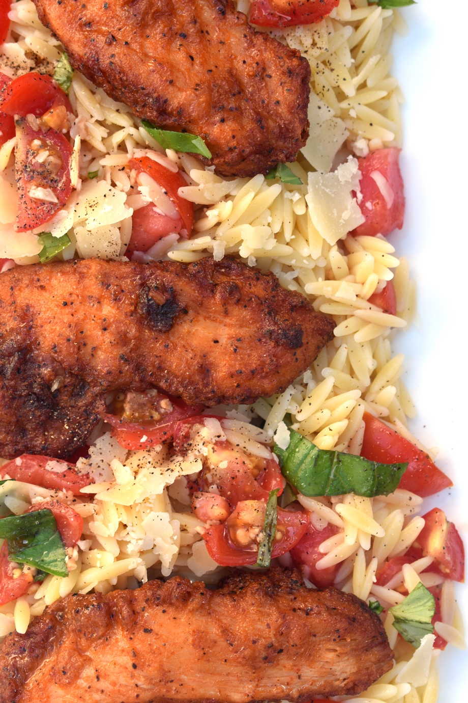 Bruschetta Chicken Orzo Salad features a delicious bruschetta mix of juicy tomatoes, garlic, basil and parmesan cheese with blackened chicken strips and orzo pasta. Perfect for meal prep and an easy lunch!