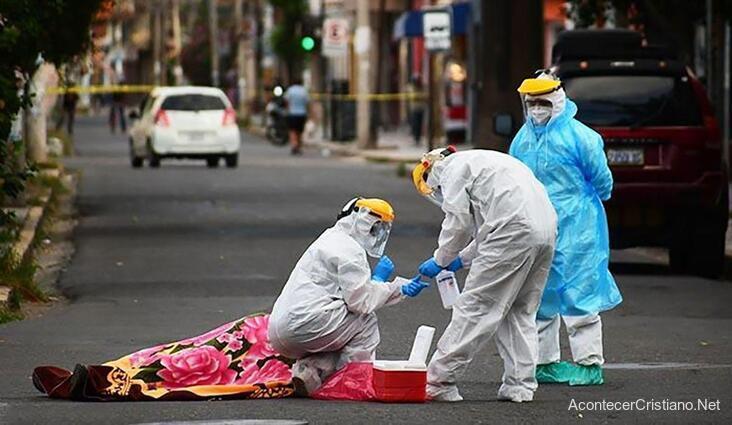 Hombre muerto de coronavirus en la calle de Bolivia