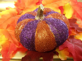 DIY: Glitter up Pumpkins!