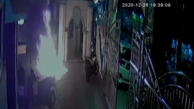 Aksi Teror, Masjid Dilempar Bom Molotov, Pelaku Diamankan