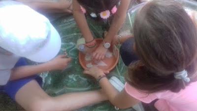 Μικροί κατασκηνωτές σε ρόλο... αρχαιολόγων