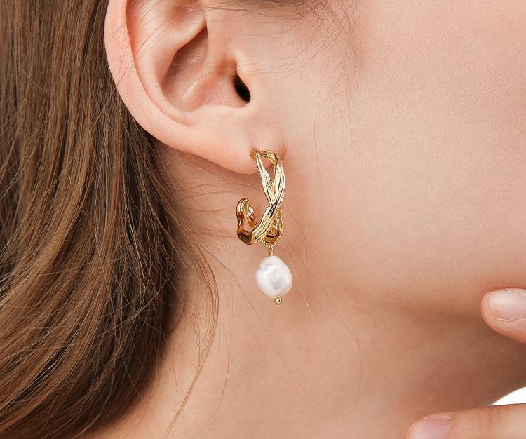 金屬風編織淡水真珍珠耳環