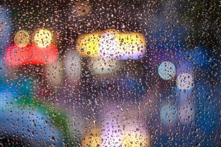 Καιρός σήμερα: Τοπικές βροχές, νεφώσεις και άνεμοι