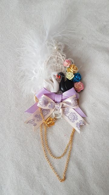 swan brooch le petite four lolita fashion brand auris lothol