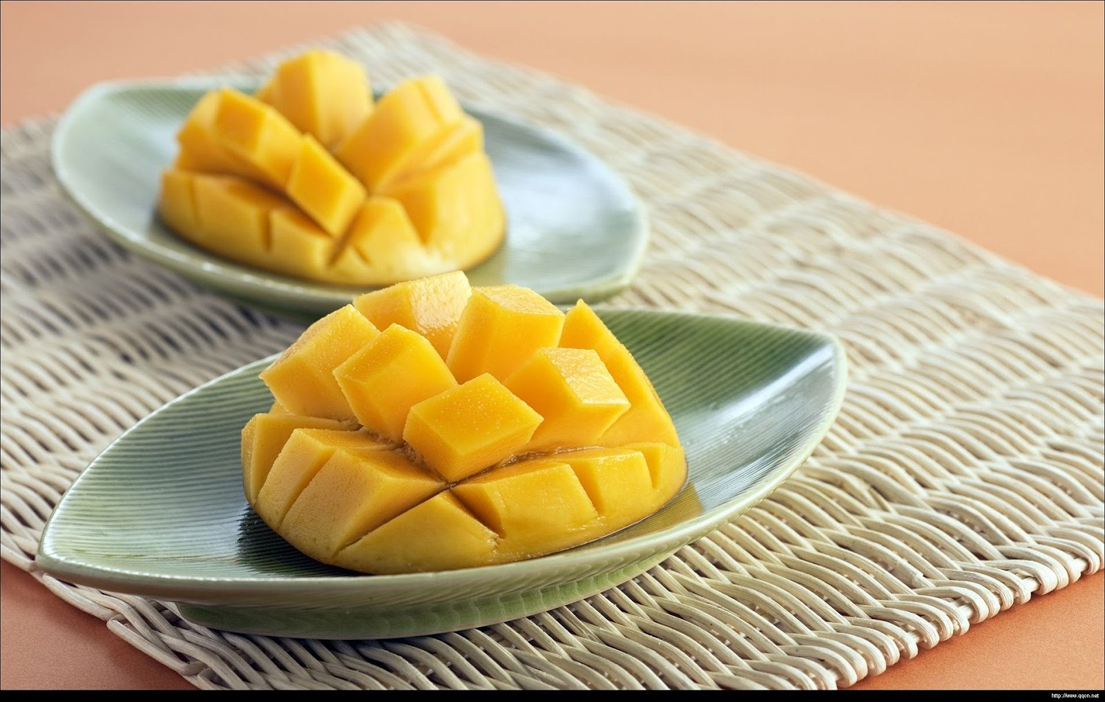 Mango slices on green plate HD